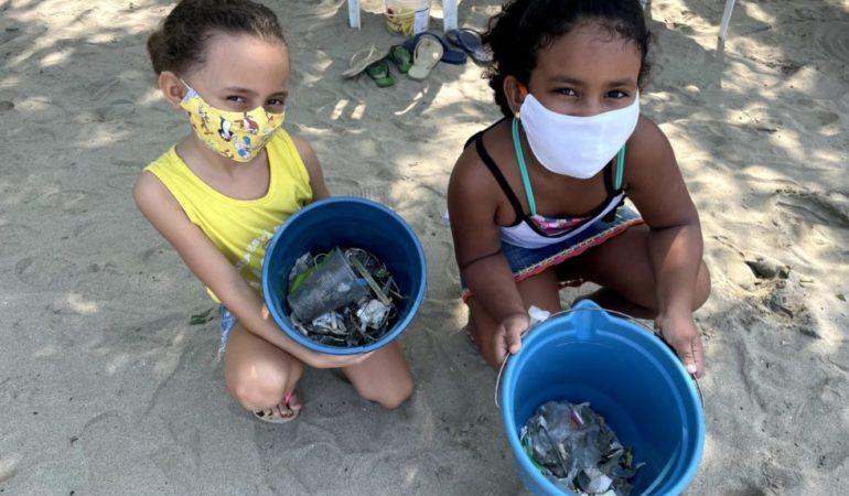 Limpeza da praia da Barra Seca conta com esforço coletivo e presença da família Schurmann